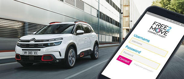 Citroen C5 Aircross SUV und Handy mit Connect Fleet Applikation